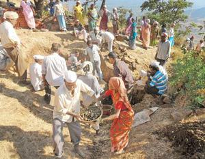 People from Pachputewadi work together to restore their spring